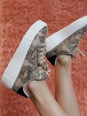 Maxmino Sneaker Beige/Black Snake Close Up
